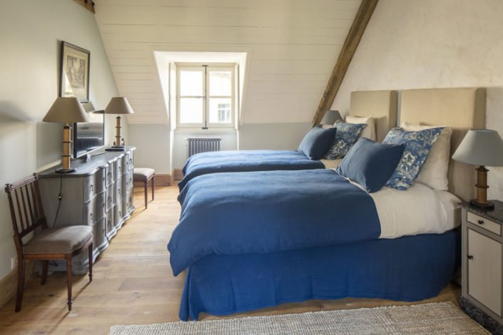 Gravitas Campus-Hameau de Courances-chambre bleue-credit dit photo Eric Sander